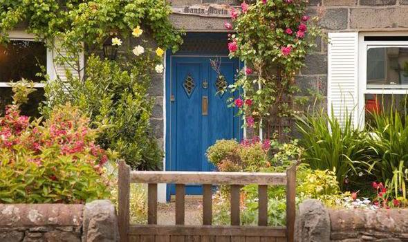 Alan Titchmarsh on designing a stunning front garden ...