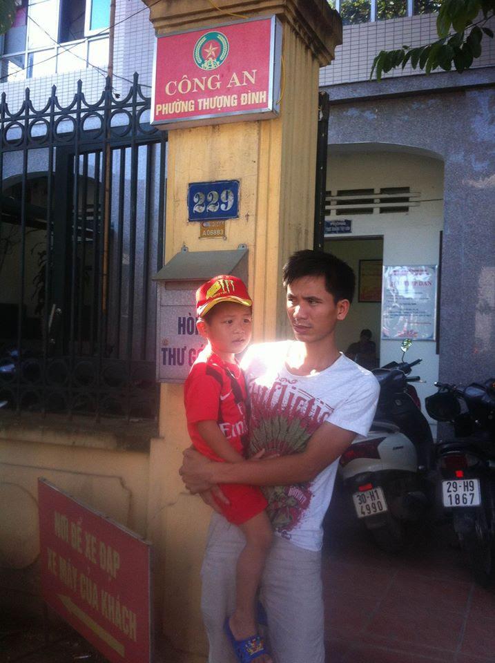 Hình ảnh Hà Nội: Đi khám bệnh, bé trai 5 tuổi ở Lạng Sơn bị lạc giữa phố số 2