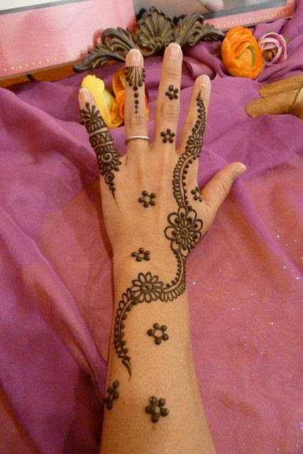 Simple floral henna design