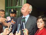 Vittorio Emanuele parla ai cronisti ai tempi degli arresti domiciliari
