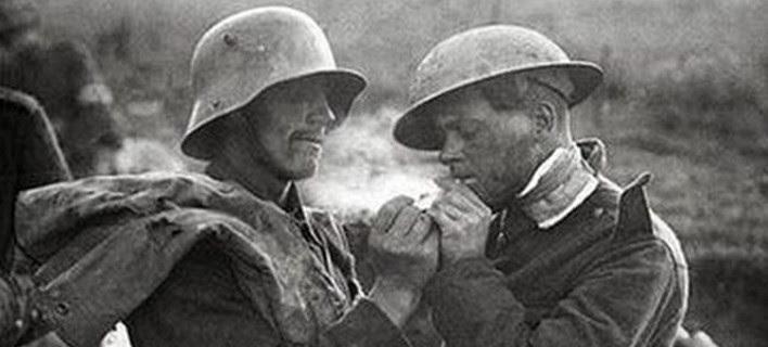 Η συγκλονιστική ιστορία πίσω από τη ανακωχή των Χριστουγέννων στον Α' Παγκόσμιο Πόλεμο [εικόνες]