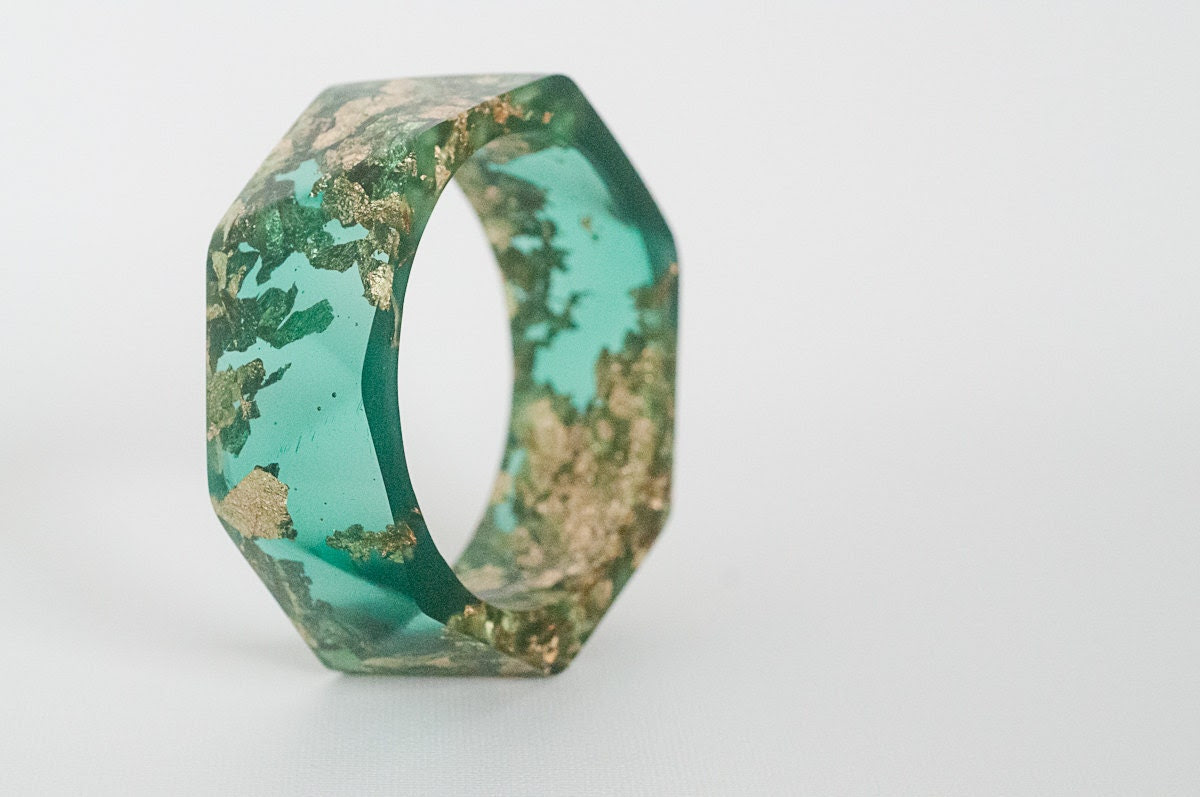 jewel tone green resin bangle made with eco resin containing gold flakes with large triangle facets