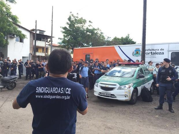 Guardas municipais estão reunidos na manhã desta quinta-feira na sede (Foto: Divulgação/Sindiguardas)