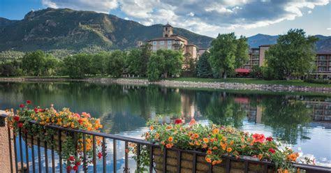 4 Amazing Hotels Near Garden of the Gods