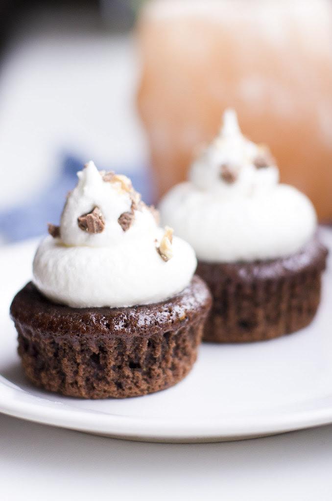 Guinnessiga tassikoogid vahukommikattega / Guiness cupcakes with marshmallow frosting