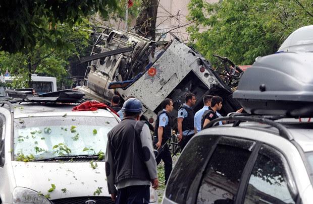 Explosão matou 11 pessoas: 7 policiais e 4 civis (Foto: DHA/AP )