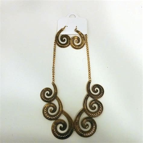 Octopus Statement Necklace With Earrings   Brass/Gold Tone