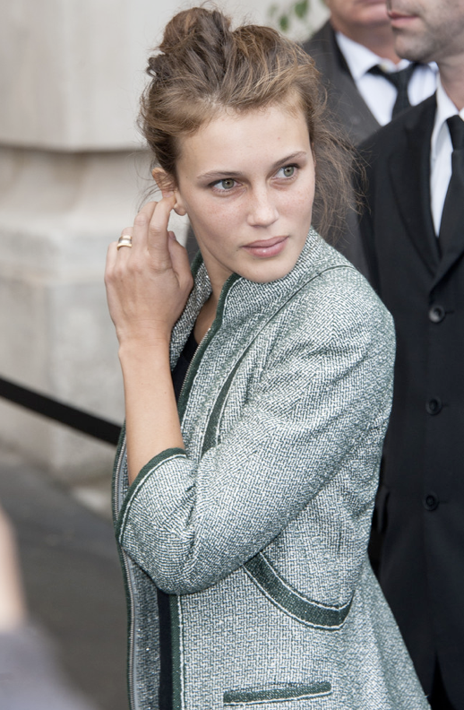 LE FASHION MODEL CRUSH MARINE VACTH HAIR UP METALLIC GREEN JACKET PARIS FASHION WEEK GOLD RING NATURAL BEAUTY FRECKLES TOP KNOT HAIR MESSY CLASSIC FRENCH STYLE PARISIAN EFFORTLESS NO FUSS 8 photo LEFASHIONMODELCRUSHMARINEVACTHHAIRUPMETALLICGREENJACKETPARISFASHIONWEEK8.png