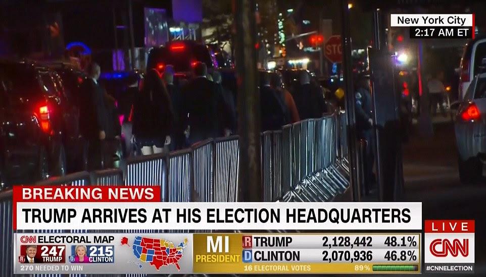 Donald Trump chega em sua sede da eleição, depois de vencer a eleição presidencial na terça-feira de manhã