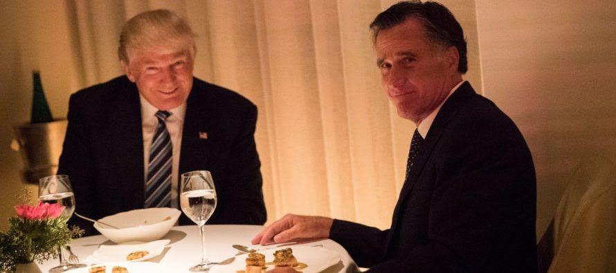 """Ông Mitt Romney làm báo chí sửng sốt khi ông """"quay ngoắt 180 độ"""""""
