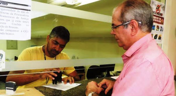 Hildo Rocha registra o protocolo de sua ação contra Flávio Dino