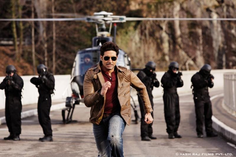 Aamir-Khan-Katrina-Kaif-Abhishek-Indian-Bollywood-Movie-Dhoom3-Wallpapers-Picture-6