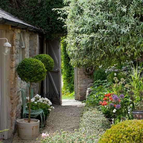 Practical and stylish gardens | Small gardens | PHOTO GALLERY | Homes & Gardens | housetohome.co.uk