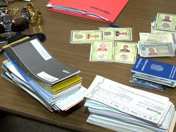 O homem tinha 27 documentos falsos (Foto: Reprodução/ TV Gazeta)