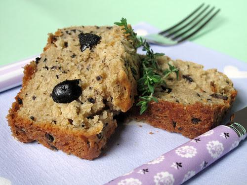Cake con olive, timo e limone