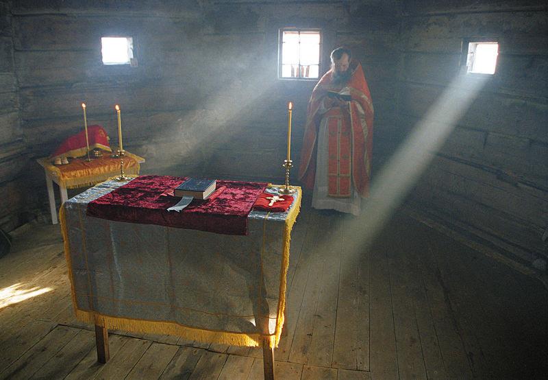Литургия в церкви Андрея Первозванного. Фото: Сергей Веретенников
