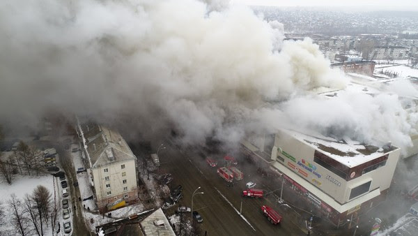 טויטליכע פייער אין רוסלאנד: 64 אומגעקומען פון א ״שפיל מיט פייער״