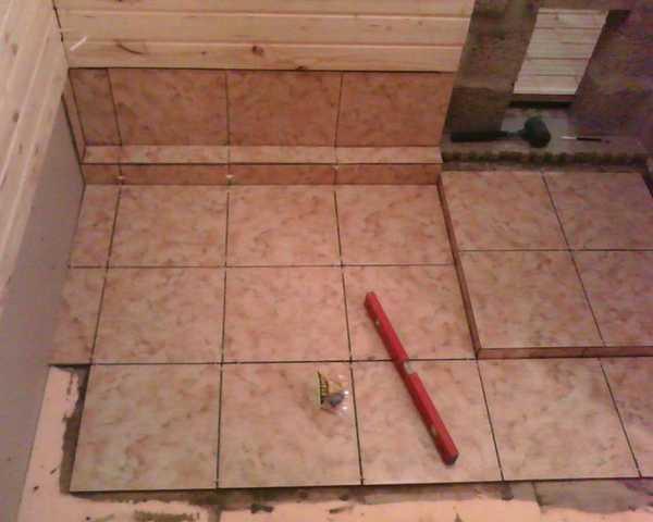 Плитка на деревянный пол в бане