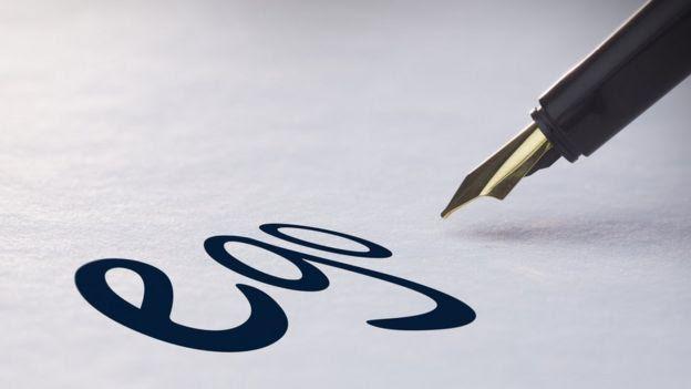 Pluma escribiendo 'ego'