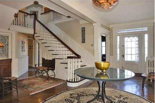 Stepmom house-staircase