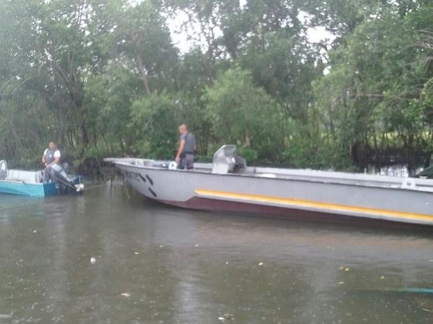 Barcos foram encontrados em um mangue em Guarujá, SP (Foto: G1)