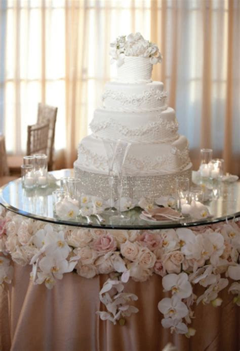 Stylish Wedding Cake Table Decorations