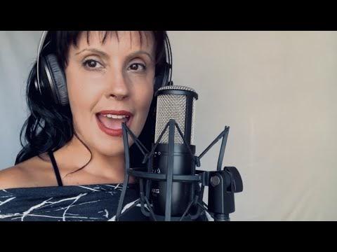 Lançamento do novo single da cantora e compositora Clarissa Bruns ``Todo Mundo é Negro``