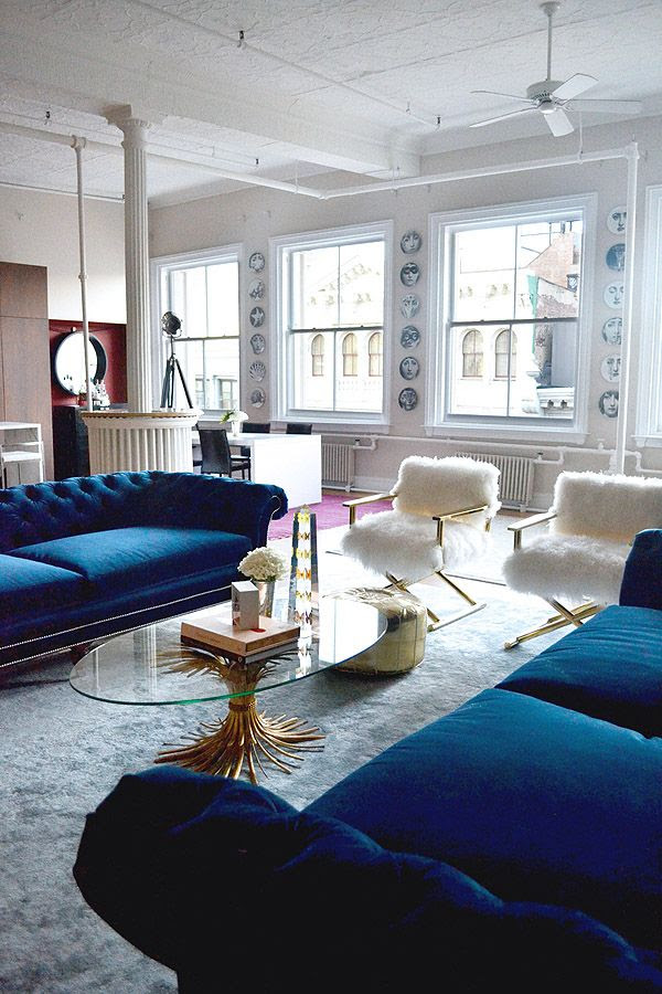 21 Different Style To Decorate Home With Blue Velvet Sofa
