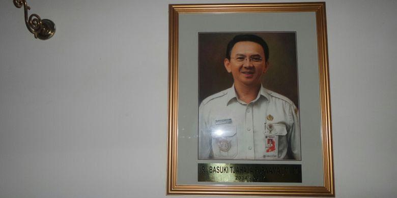 Foto mantan Gubernur DKI Jakarta Basuki Tjahaja Purnama sudah terpasang di galeri mantan gubernur di Balai Kota DKI Jakarta, Rabu (21/6/2017).