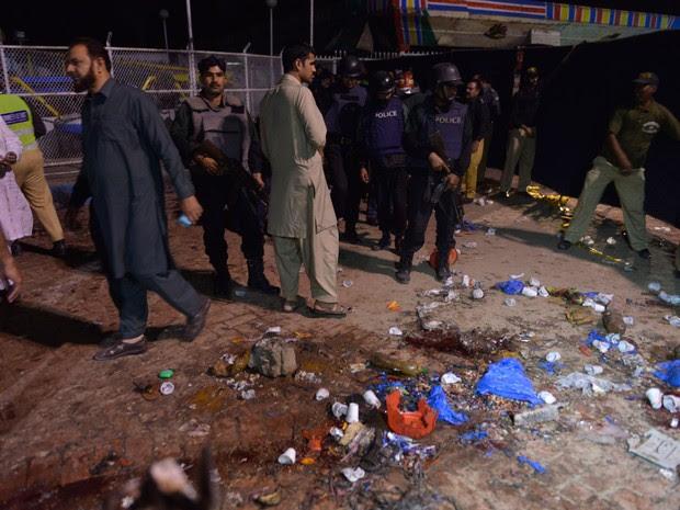 Pelo menos 25 pessoas morreram em explosão em um parque no Paquistão (Foto: Arif Ali/ AFP)