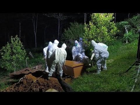 Pemakaman Secara Protokol Covid-19 di TPU Taman Indah Pekon Kubu Perahu Kecamatan Balik Bukit