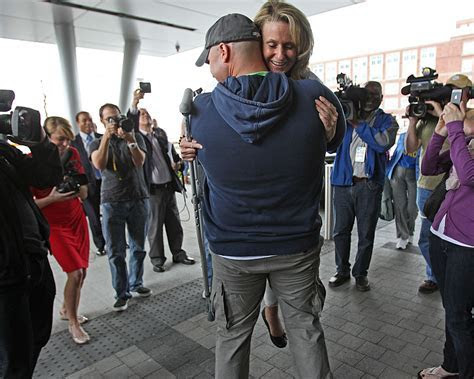 Boston Marathon Bombing Survivor to Marry Fireman Who