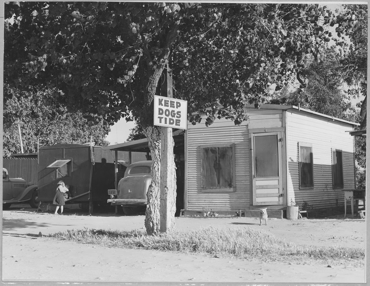 http://upload.wikimedia.org/wikipedia/commons/thumb/c/cc/Contra_Costa_County%2C_California._Entrance_to_Davis_Auto_Camp._Family_with_10_children_live_in_the_tr_._._._-_NARA_-_521779.tif/lossy-page1-1280px-Contra_Costa_County%2C_California._Entrance_to_Davis_Auto_Camp._Family_with_10_children_live_in_the_tr_._._._-_NARA_-_521779.tif.jpg