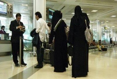4854fffb3a9d3 قال وكيل وزارة الداخلية للأحوال المدنية، أمس إن الجهات المختصة تدرس حالياً  استخدام بطاقة الهوية كجواز سفر مع دمج خدمات أخرى في البطاقة.