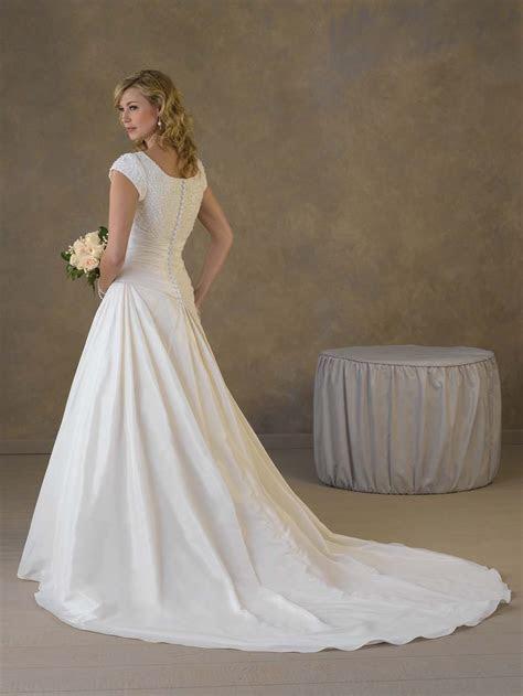 How to Select the Proper Empire Waist Wedding Dresses