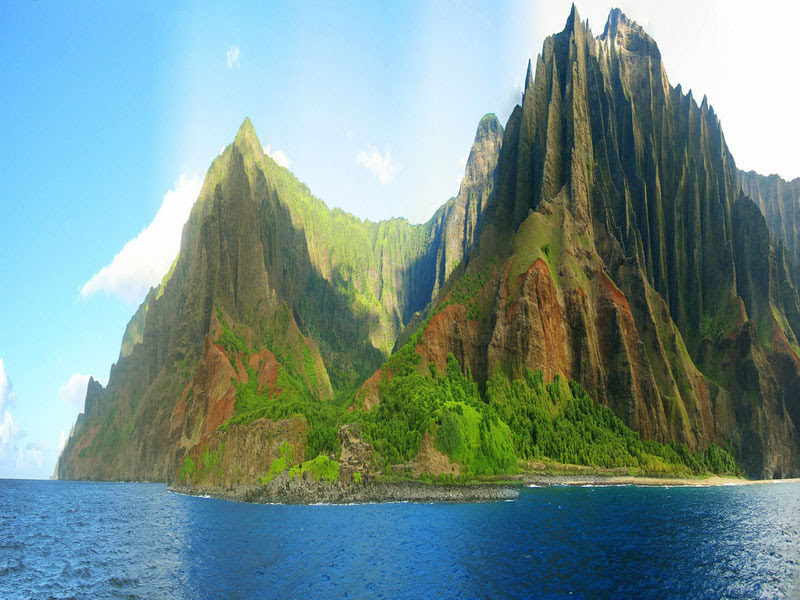 na-pali-coast-state-park-jagged-cliffs-kaua'i-hawaii