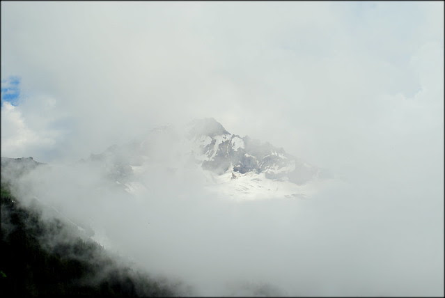 Clouds rolling in - McNeil Point trail - Mt Hood