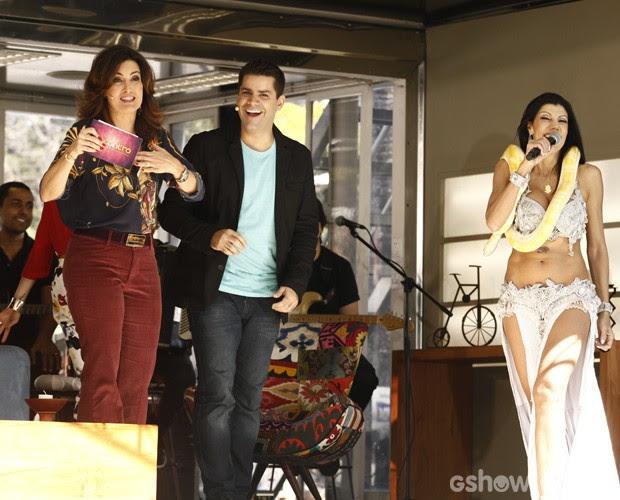 Fátima revela fobia e se desconcerta em entrevista ao lado de cobra (Foto: Inácio Moraes / TV Globo)