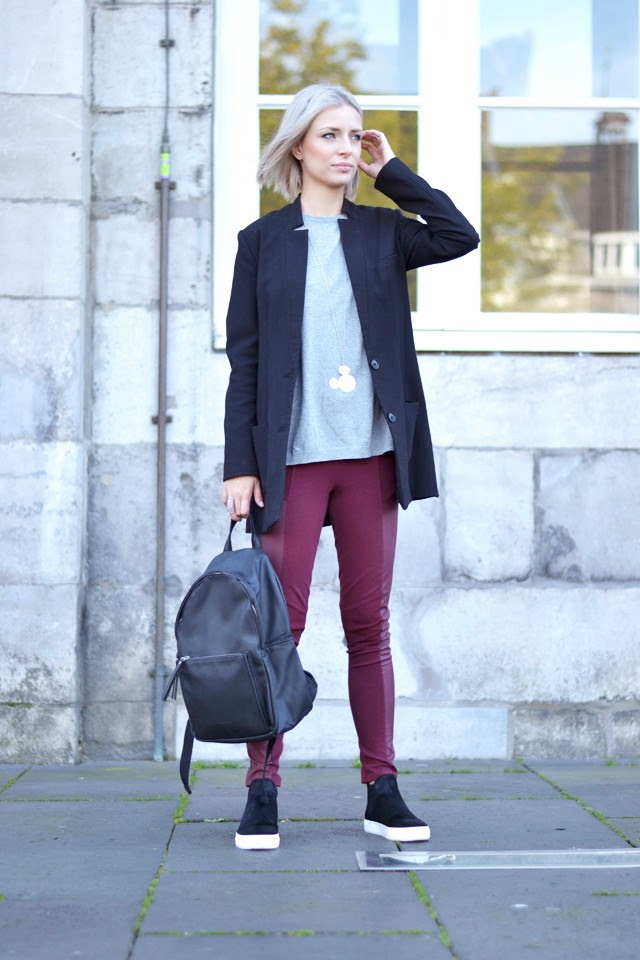 Thursday outfit by fashion blogger turn it inside out personal style blogger belgian belgium belgie belgische bloger mango leather backpack lederen rugzak h&m boyfriend blazer oversized long black zara grey sweater jumper pullover disney mickey mouse twice as nice jewelry necklace ketting silver h&m divided burgundy trousers panel leggings zara pony hair slip ons high top autumn fall winter fw AW14 2014 new collection sold out trend streetstyle maastricht markt photoshoot model blonde girl silver hair