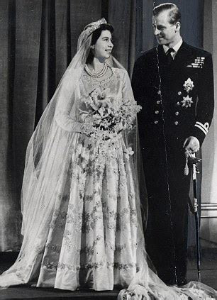 66 year old royal wedding cake from when the Queen married