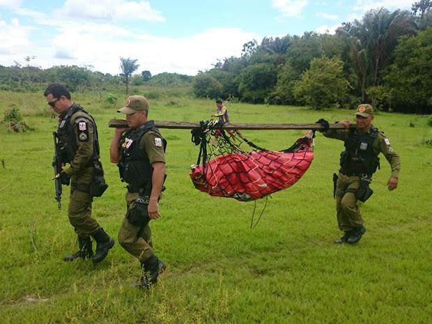 PM fez a remoção do corpo para o hospital, pois cidade não tem IML (Foto: Divulgação/PM de Alenquer)