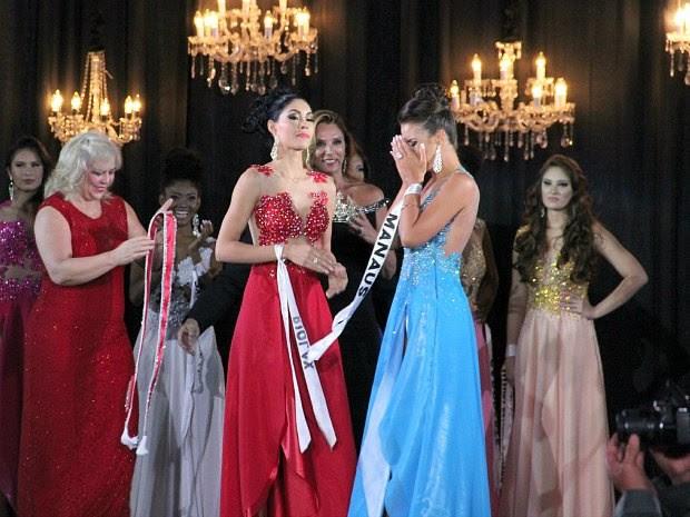 Vice e Miss Amazonas durante anúncio da vitória de Carol Toledo (Foto: Marcos Dantas/G1 AM)