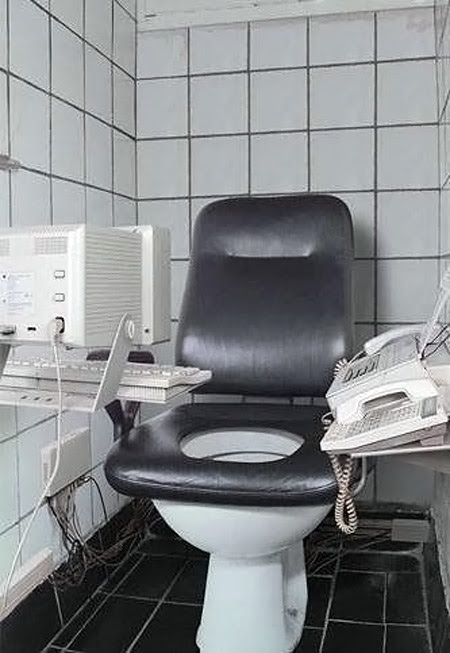 Toilet Penggila Kerja