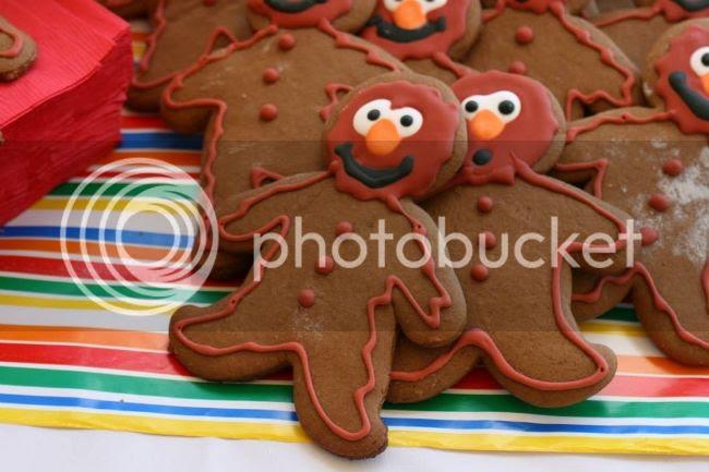 Elmo-breadmen! photo 1426636_10202502174099089_915494474_n.jpg
