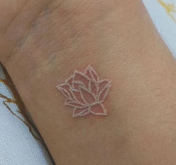 Hermosos Tatuajes De Tinta Blanca Querrás Tener Uno Instituto