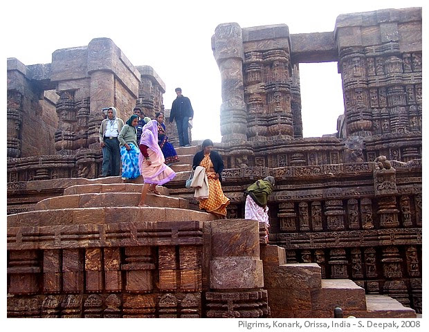 Pilgrims, Sun temple, Knoark, India - Images by Sunil Deepak, 2008