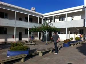 Movimento é tranquilo no maior colégio eleitoral de Criciúma (Foto: Janine Limes)
