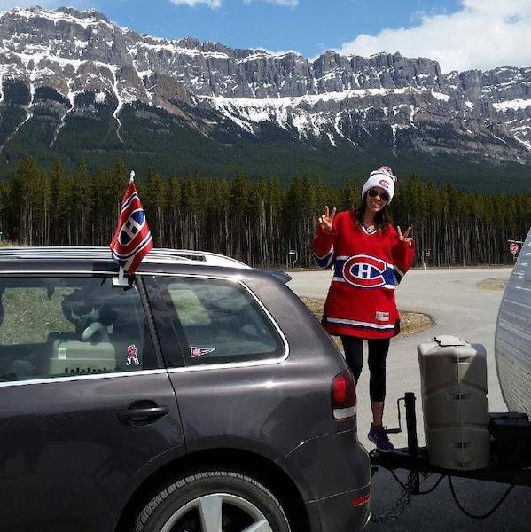 Une partisane du Tricolore, Catherine Alary, a quitté son domicile de la Colombie-Britannique pour rouler jusque chez ses parents à Longueuil, dans l'espoir d'arriver à temps pour encourager le Canadien au Centre Bell, si un septième match est nécessaire, jeudi.