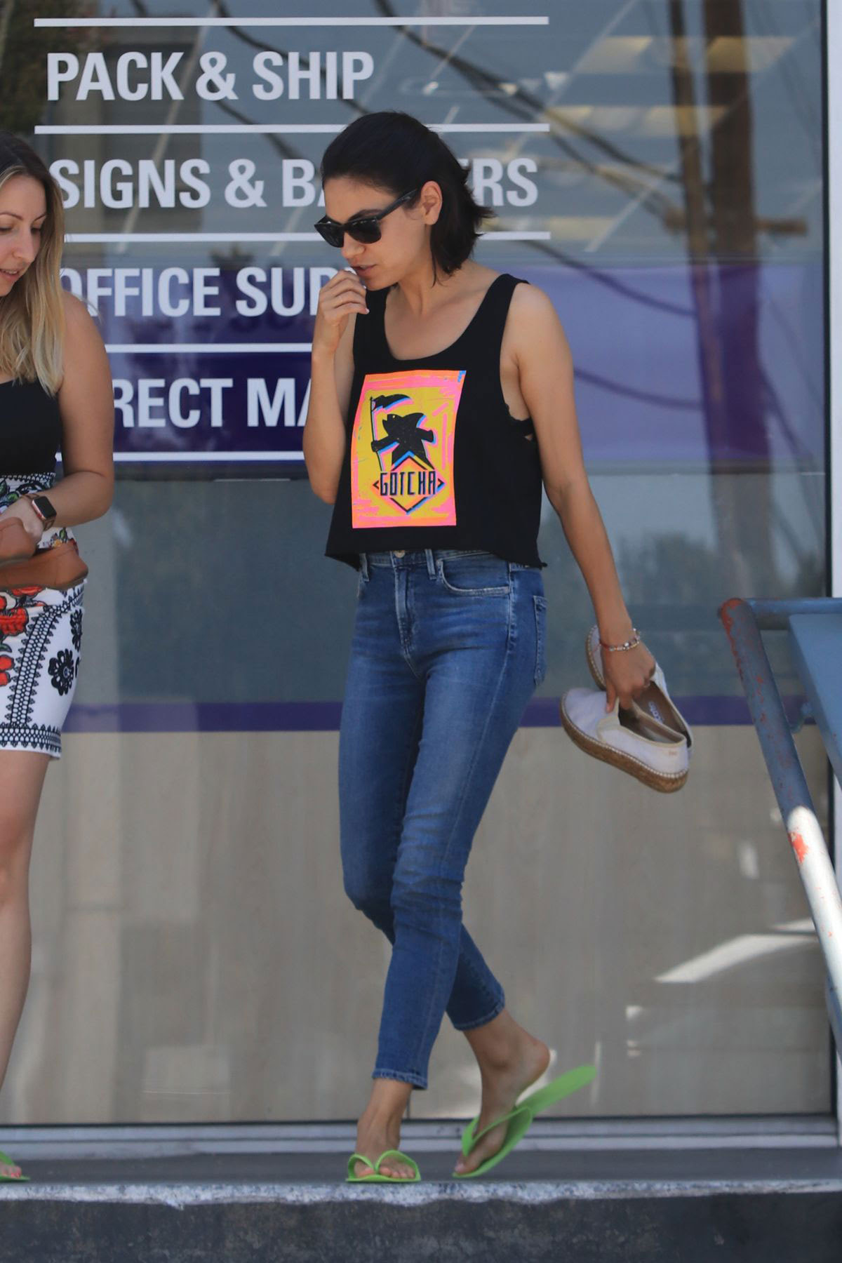 Street Style Mila Kunis Leaves A Nail Salon In Los Angeles Justfabzz
