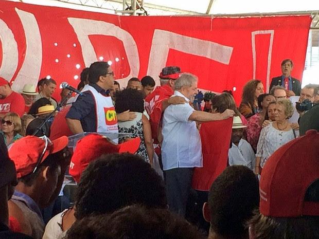 Lula participa de ato com integrantes de movimentos sociais contrários ao impeachment (Foto: Filipe Matoso / G1)